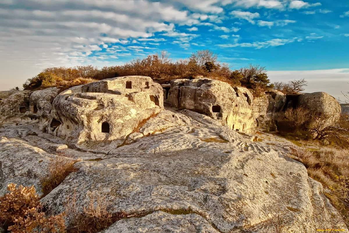 Пещерные города Крыма: тайна ушедших времён