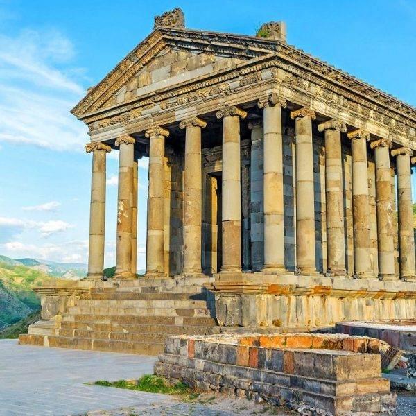 Храм Гарни в Армении