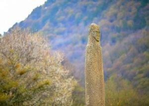 Каменный истукан, менгир, Аланское городище